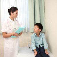 小児と看護師